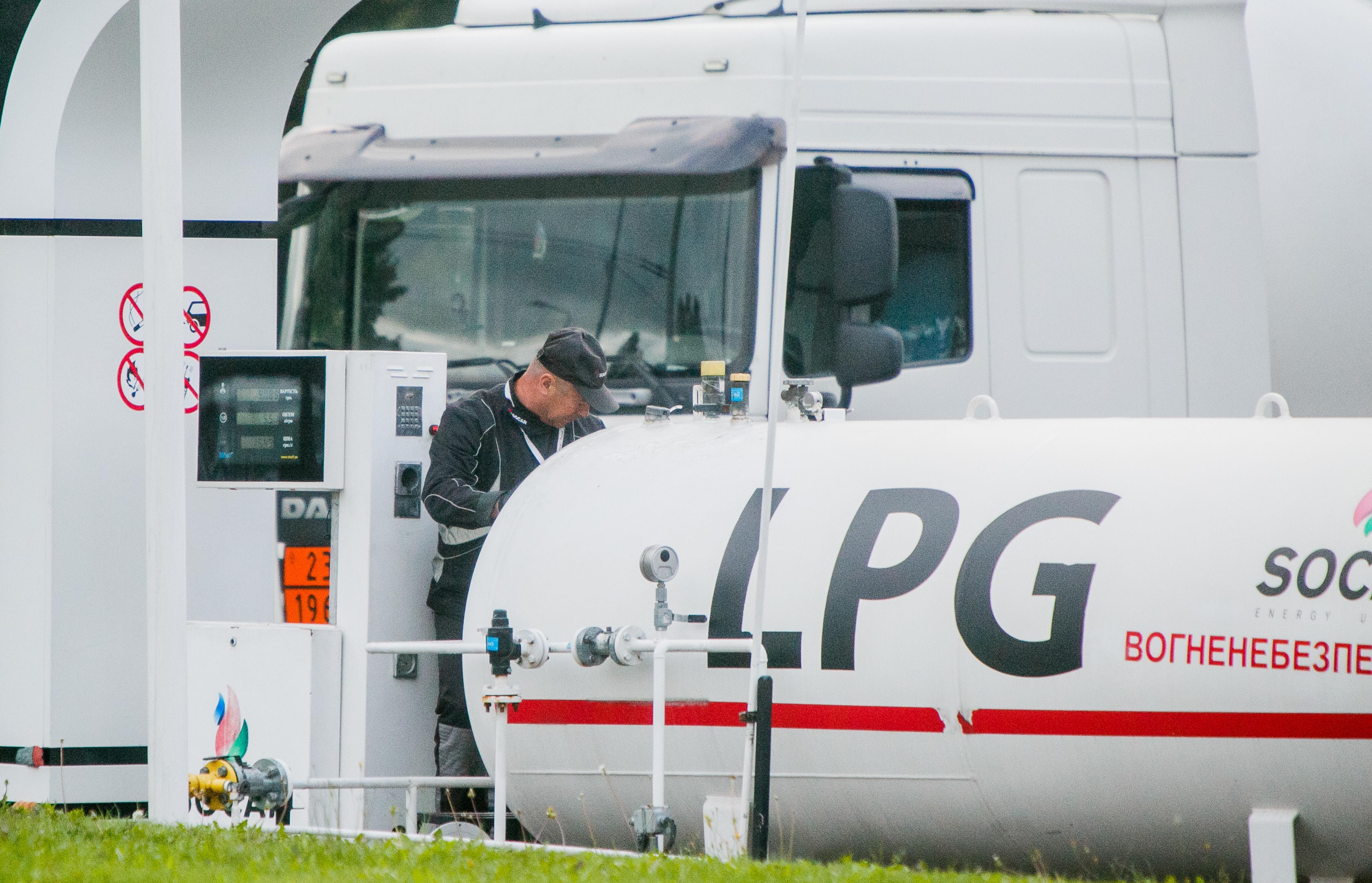 Бензин дешевшає: яких цін на пальне чекати водіям в липні, фото-3