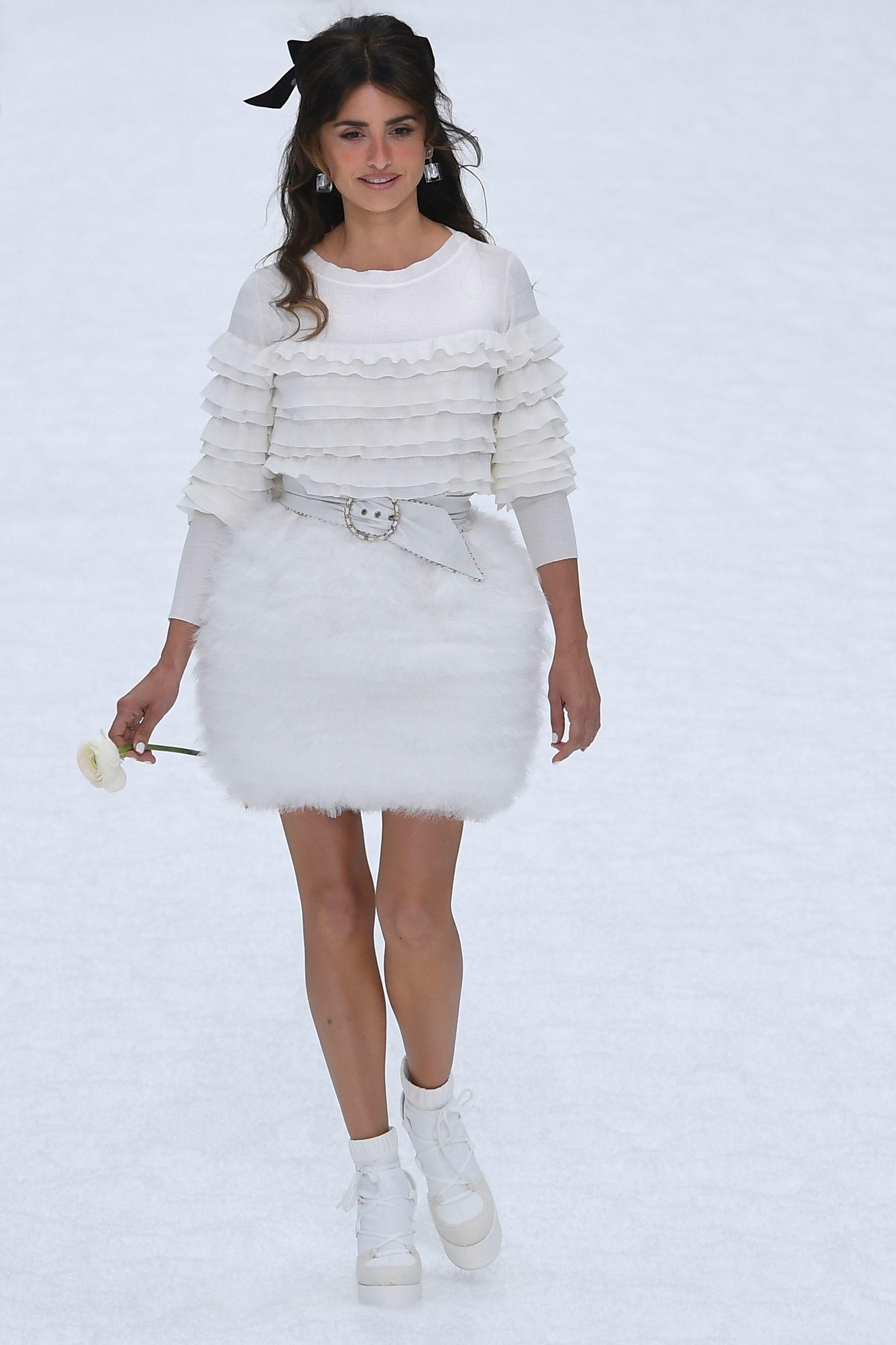 Остання колекція Карла Лагерфельда: в Парижі відбувся показ Chanel