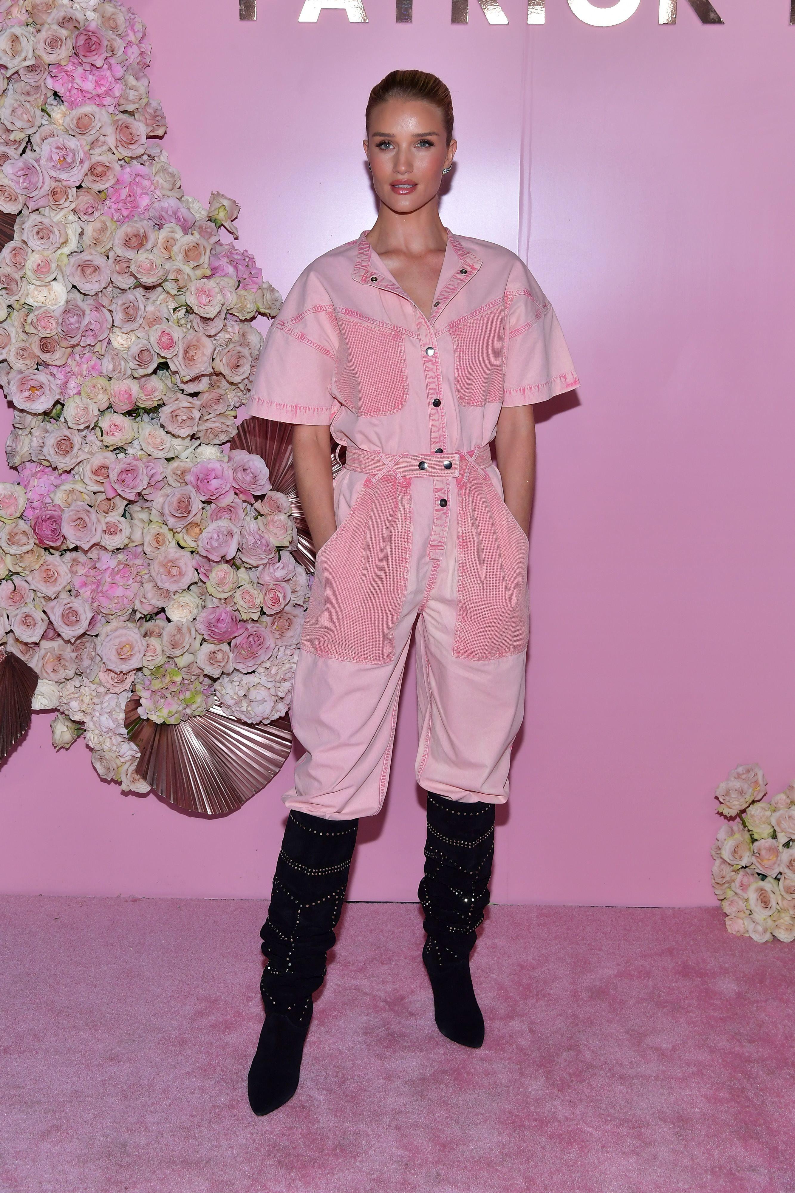 Стильний приклад від Роузі Гантінгтон-Вайтлі: як носити комбінезон-спецодяг