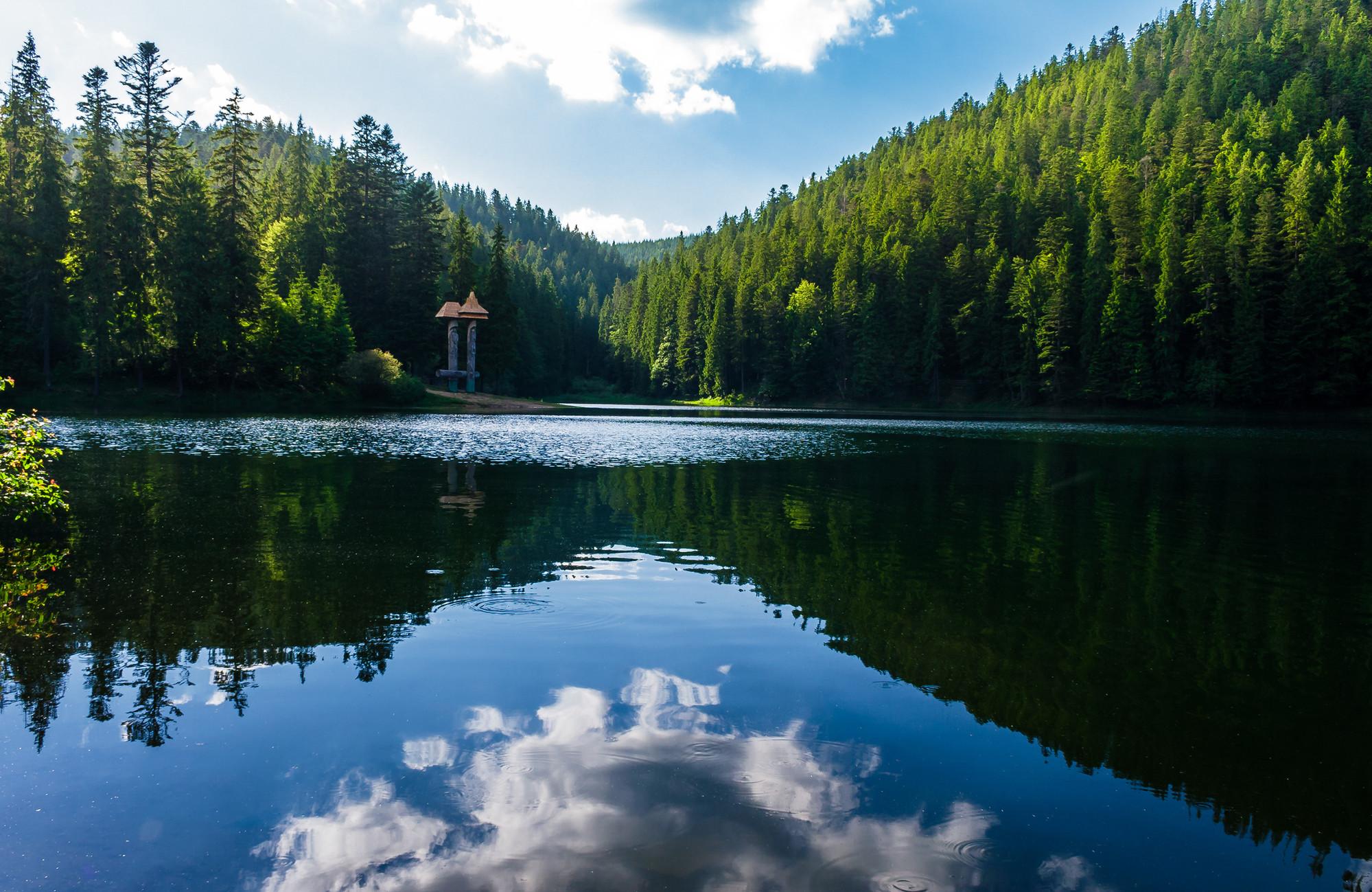 Куди поїхати на травневі свята в Україні: ТОП-4 цікавих місць