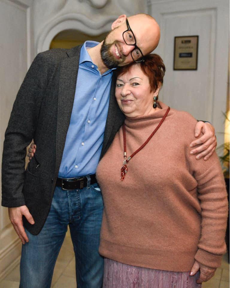 Арсенiй Яценюк з мамою