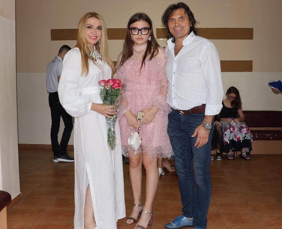 Ольга Сумська показала фото з донькою-випускницею