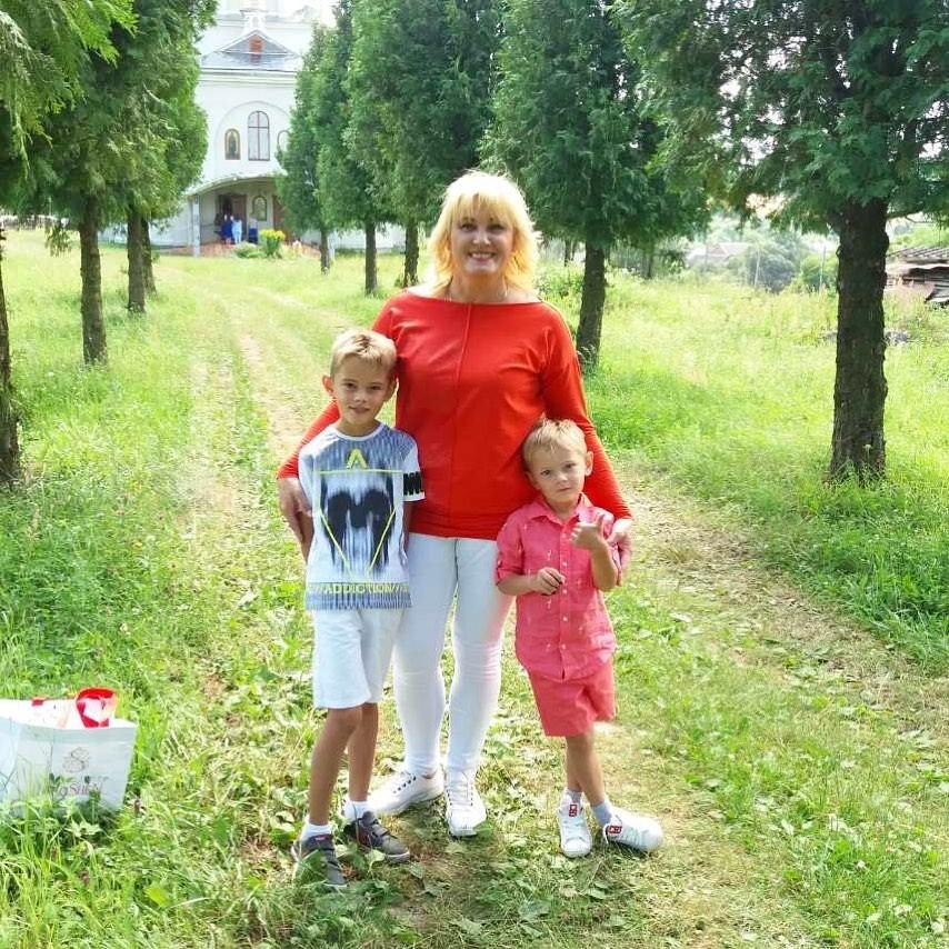 Мама Ірини Федишин з онуками – Юрієм і Олегом