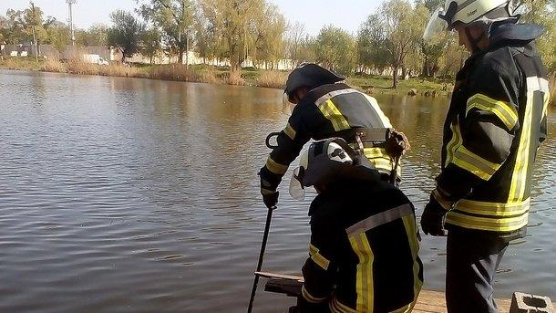 Жахлива знахідка: з однієї із прикарпатських річок витягнули тіло жінки