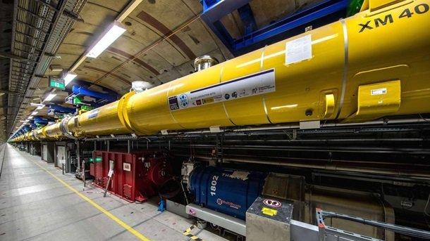 Найбільший у світі лазер зробив перший постріл