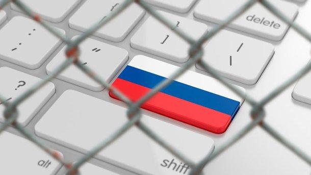 """<p style=""""text-align: justify;"""">Багато користувачів відмовляються від російських сайтів. Фото: KNK.Media</p>"""