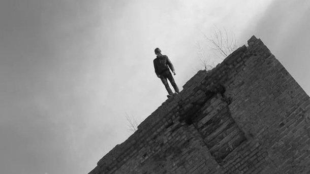 УХаркові чоловік вистрибнув звосьмого поверху