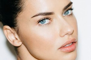 "<p style=""text-align: justify;"">Адріана Ліма. Фото: instagram.com/adrianalima</p>"