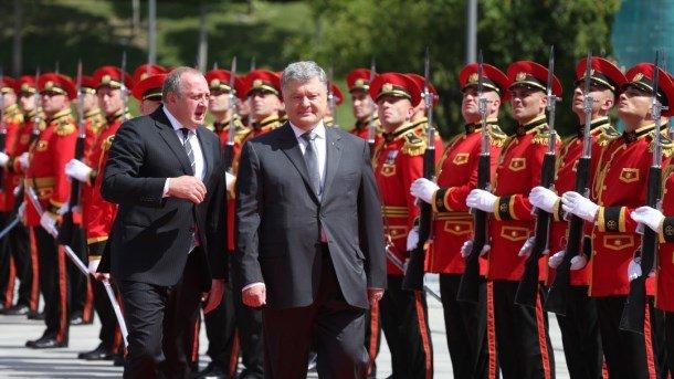 Порошенко: Вступ до НАТО важливо для безпеки Грузії та України