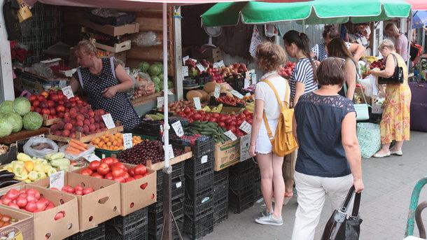 """<p style=""""text-align: justify;"""">Фрукти і овочі будуть найдешевшими в серпні, вважає експерт</p>"""