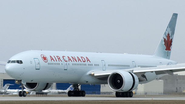 Ваеропорту Торонто два пасажирські літаки зачепилися крилами