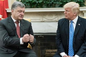 "<p style=""text-align: justify;"">Петро Порошенко і Дональд Трамп. Фото: AFP</p>"