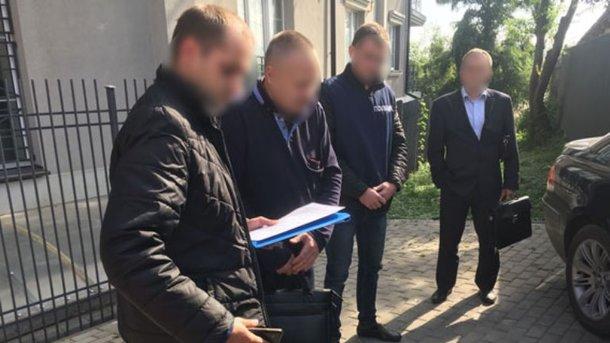 ЗМІ: Нахабарі в2 тисячі доларів затримали чоловіка Ірини Констанкевич