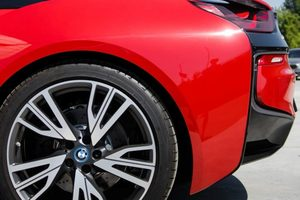 "<p style=""text-align: justify;"">BMW i8 Protonic Red Edition</p>"