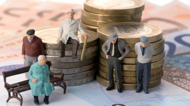 УПольщі офіційно знизили пенсійний вік