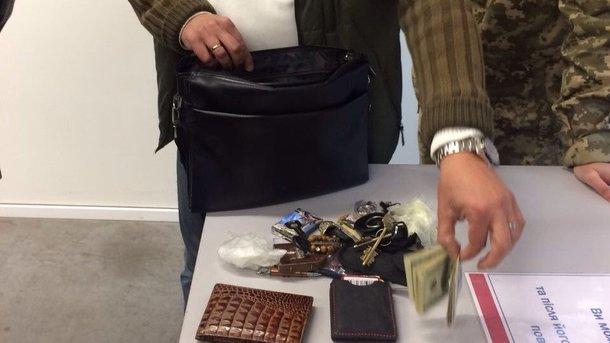 Головний інспектор Запорізької митниці «погорів» нахабарі у2400 доларів США