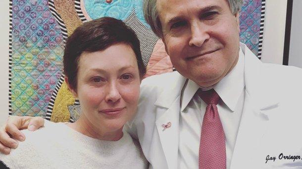 До сліз: Шеннен Доерті написала емоційний пост про рак і поділилася фото, де вона лисіє