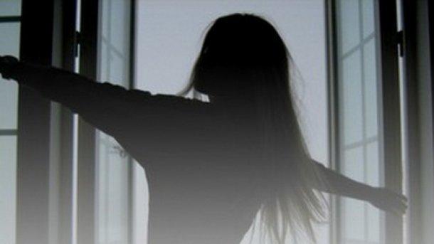 УЛьвові неповнолітня дівчина випала з15 поверху будинку