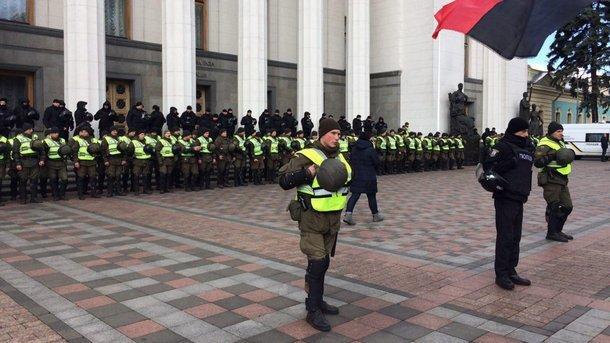 Аваков відкликав силовиків з-під Ради