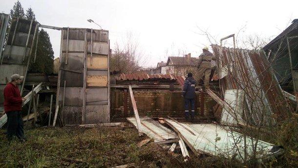 УПустомитах внаслідок обвалу перекриття будівлі загинув чоловік