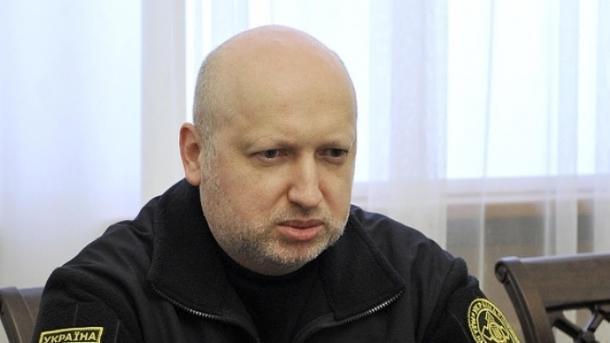 Ворог почав стягувати військові сили докордонів України— Турчинов