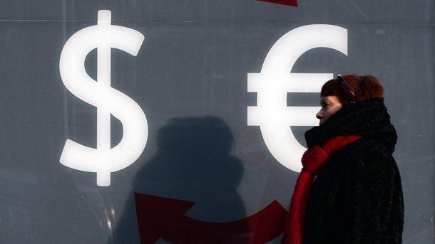 Українці стали активно купувати долари: в НБУ назвали причини