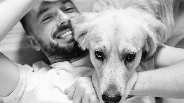 Зворушливу зустріч собаки з господарем після трьох років розлуки зняли на відео