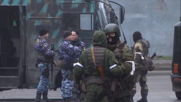 Переворот уЛуганську: озброєні люди захопили центр міста. ВІДЕО