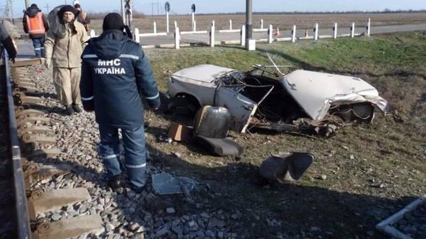 У Запорізькій області потяг розірвав автомобіль