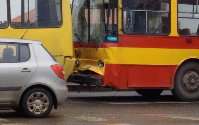 Семеро людей госпіталізували в результаті зіткнення маршрутки №40 з  тролейбусом №24 d225f07ccdbae