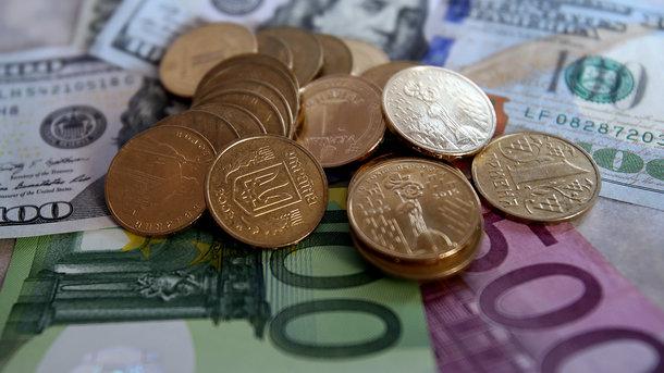 В Україні впав курс долара, євро неухильно дорожчає