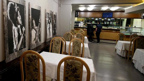 Українці відмовляються від кафе на користь доставки їжі додому: хто і як економить