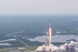 "<p style=""text-align: justify;"">twitter.com/SpaceX</p>"