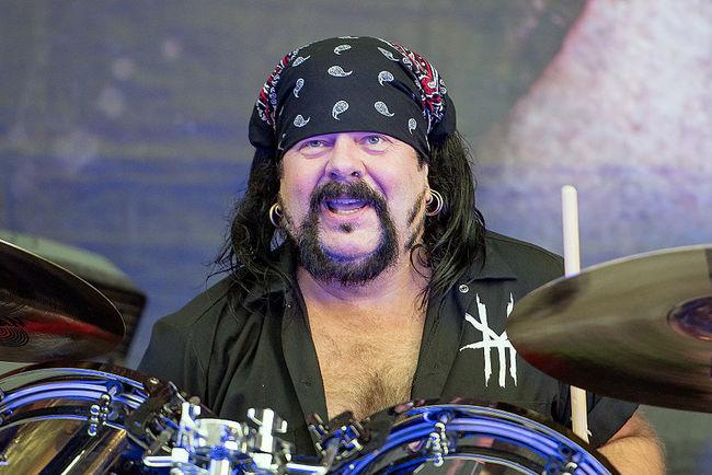 Помер культовий барабанщик, номінант напремію Grammy