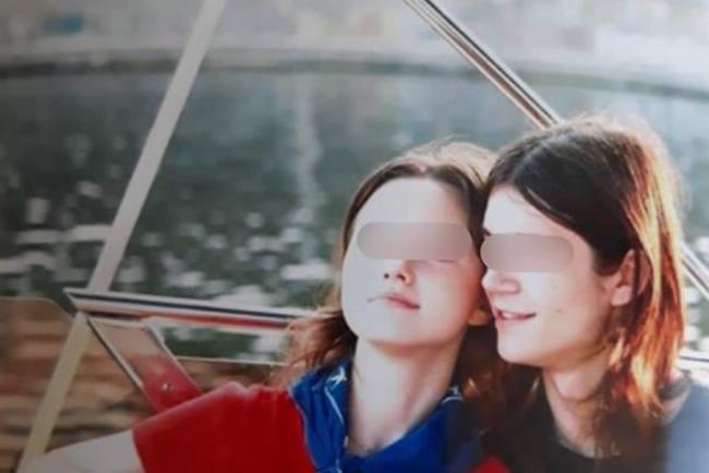 У Дніпрі 16-річна дівчина і її 18-річний хлопець вистрибнули з вікна  восьмого поверху багатоповерхівки. Про це повідомили в прес-службі місцевої  поліції. c9237647cbad0