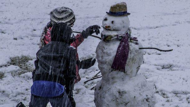 Зима скоро повернеться: синоптики розповіли про зміну погоди