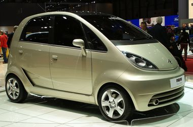 "<div id=""gt-res-content"" class=""almost_half_cell""> <div style=""zoom: 1;"" dir=""ltr""><span id=""result_box"" lang=""uk""><span class=""hps"">Tata Nano</span> <span class=""hps"">носить</span> <span class=""hps"">горде</span> <span class=""hps"">звання</span> найбільш"