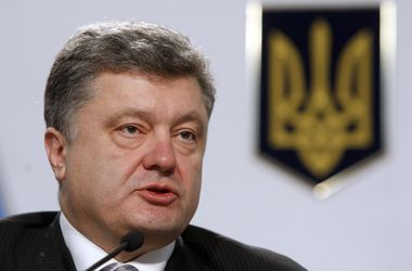 "<p style=""text-align: justify;""><span id=""result_box"" lang=""uk""><span class=""hps"">Порошенко</span> <span class=""hps"">прокоментував</span> <span class=""hps"">будівництво</span> <span class=""hps"">укріплень</span><span>.</span> <span class=""hps"">Фото</span><s"