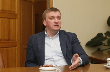 "<p style=""text-align: justify;"">Павло Петренко</p>"