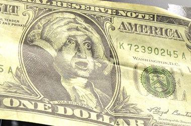 Долар подолав чергову психологічну