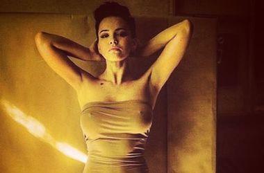 Сексуальна Даша Астаф'єва похвалилася фігурою в яскравому купальнику