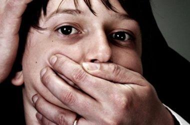 згвалтування неповнолітніх відео порно