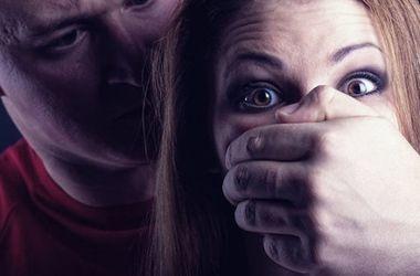 7 років позбавлення волі з конфіскацією майна отримали ужгородці, які побили і ледь не зґвалтували молоду дівчину