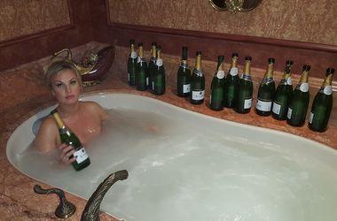 Камалія розповіла, що від ванн з шампанським можна схуднути
