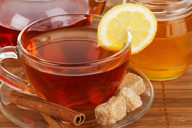 """<p style=""""text-align: justify;"""">Кілька чашок імбирного чаю при застуді допоможуть пропотіти і збити температуру. Фото: qmedical.co.il</p>"""
