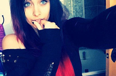 Дочка Майкла Джексона не хоче повторити долю свого батька