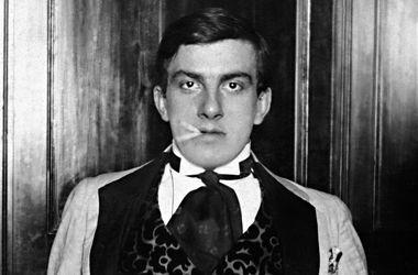 """Чому Маяковський грав в рулетку, любив жінку з батогом і не ставив """"зап'ятатки"""" (фото)"""
