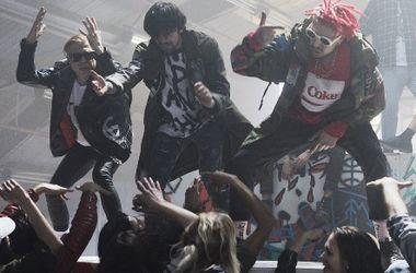"""Екс-учасники """"Quest Pistols"""" влаштували вечірку на заводі (відео)"""