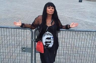 Ассія Ахат уклала контракт з продюсером Мадонни і Елтона Джона