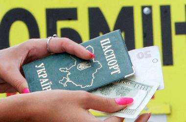 Українцям дозволять купувати валюту без паспорта